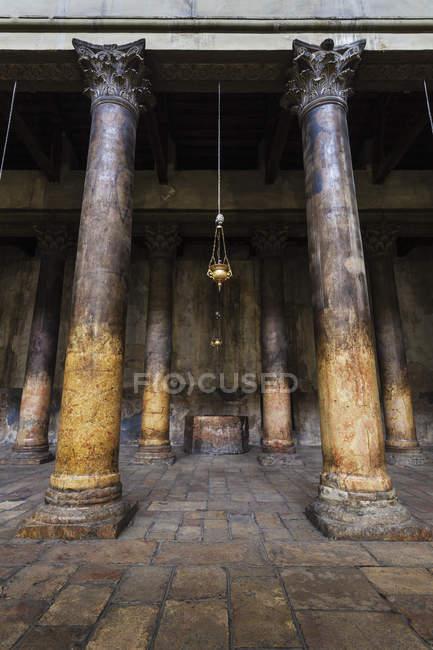 Colunas na Igreja da Natividade — Fotografia de Stock