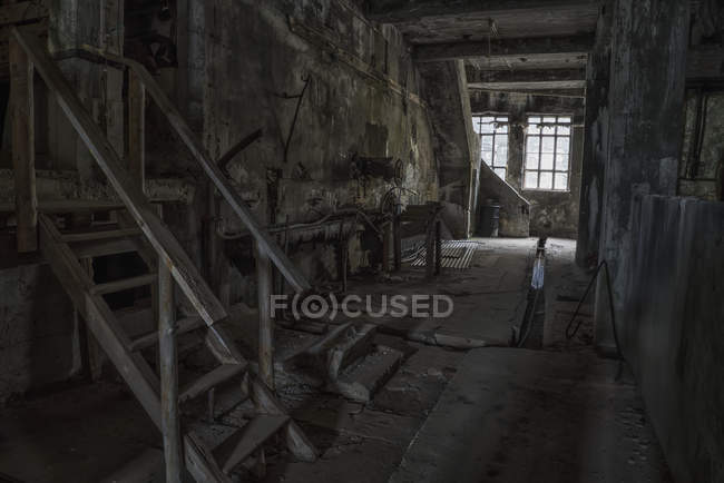 All'interno della vecchia fabbrica di aringhe abbandonata nel villaggio di Djupavik; Islanda — Foto stock