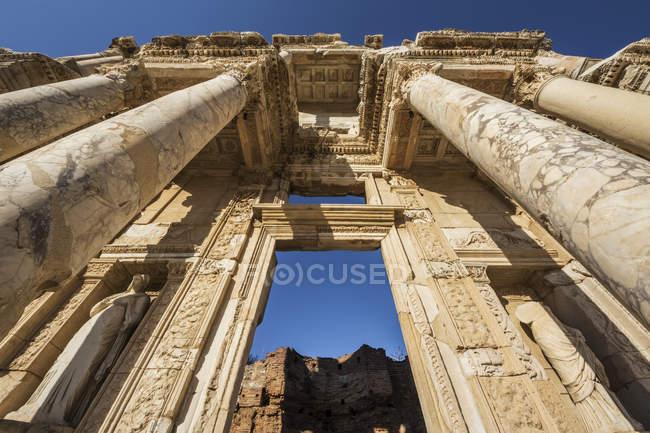 Façade de la bibliothèque de Celsus — Photo de stock