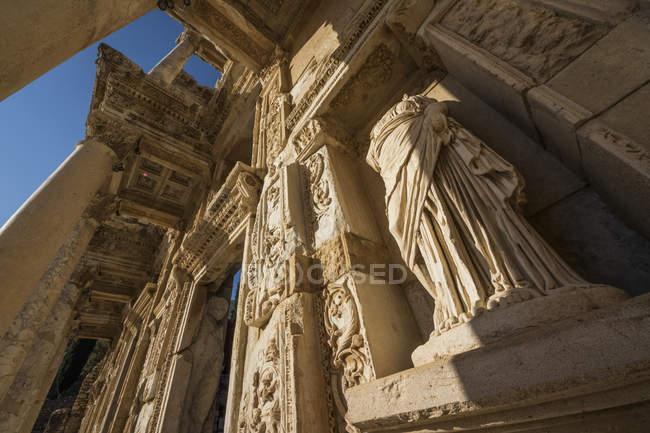 Statue de Arete à la bibliothèque de Celsus — Photo de stock