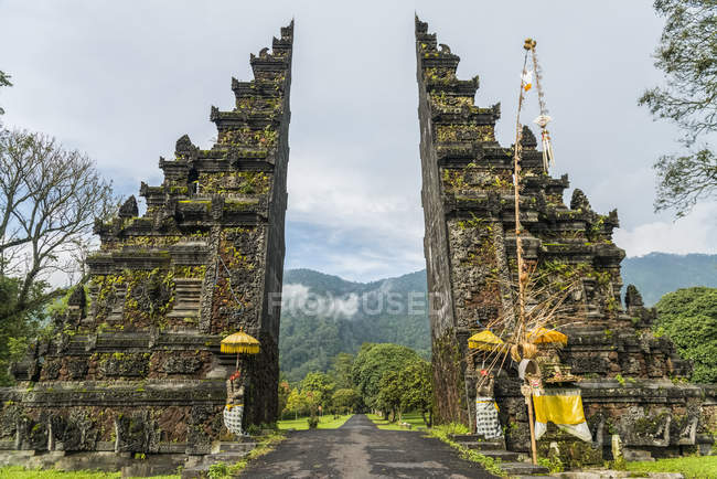Typical Balinese gate — Stock Photo