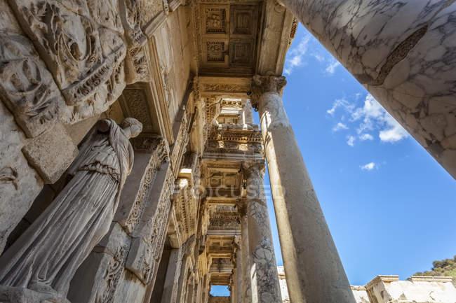 Бібліотека Цельсія проти синього неба — стокове фото