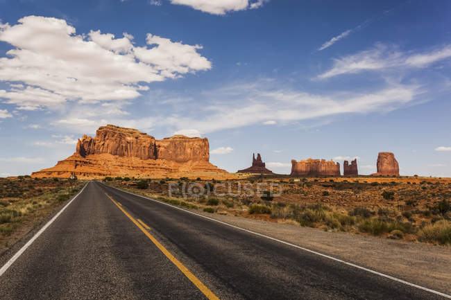 A road leading to rugged rock formations — Stock Photo