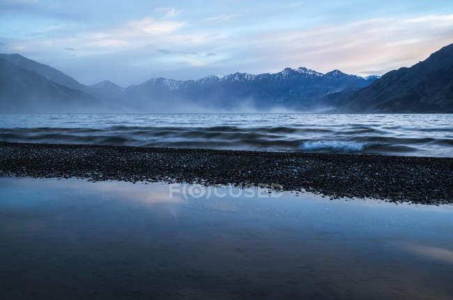 Soirée venteuse sur le lac Kluane — Photo de stock