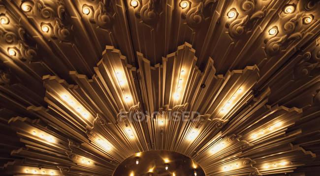 Lumières de chapiteau frais généraux sur bande — Photo de stock