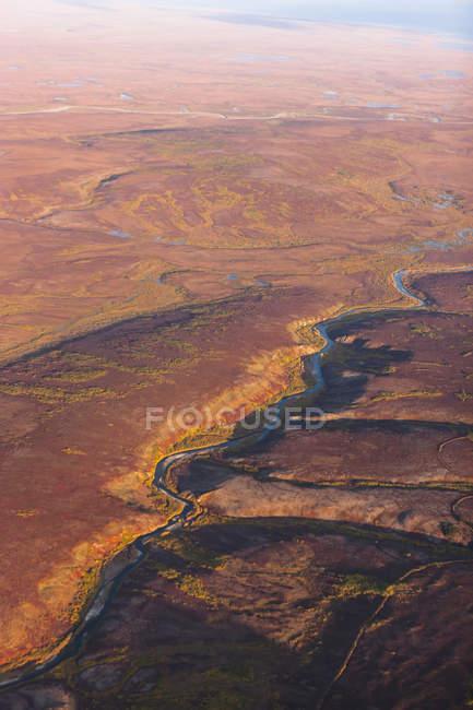 Vue aérienne de la Nome rivière et les montagnes de Kigluaik, au nord de N — Photo de stock