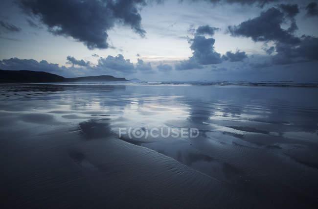 Reflection on Tra Mor Beach — Stock Photo