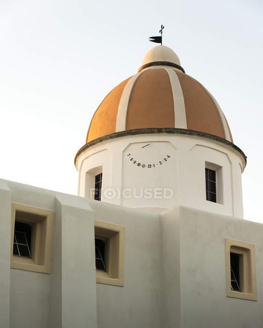 Ein Kirchengebäude mit Kuppeldach — Stockfoto