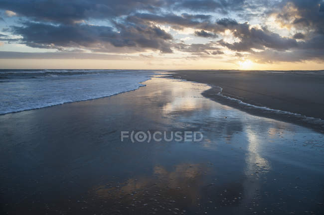 Sandy beach with calm water — Stock Photo
