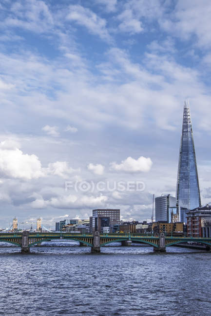 River Thames and The Shard — Stock Photo