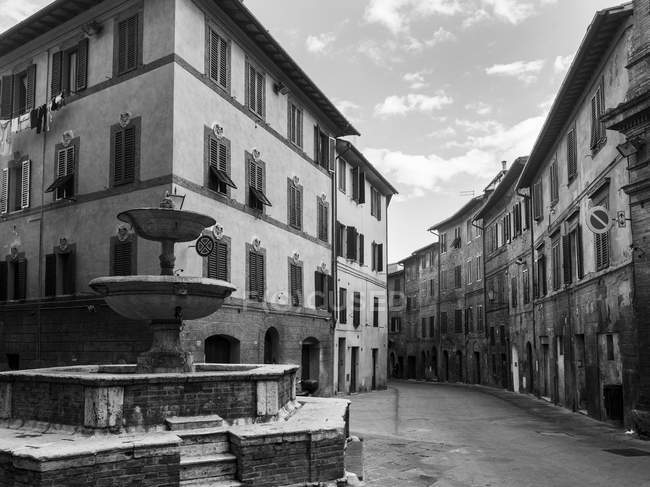 Strada vuota a Siena — Foto stock