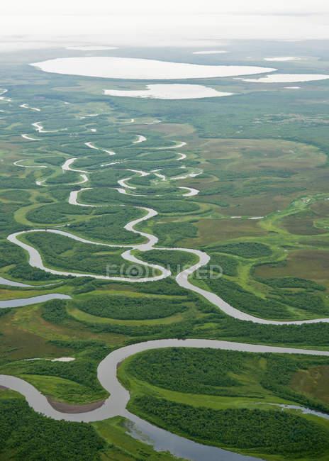 Vista aerea del torrente avvolgimento — Foto stock