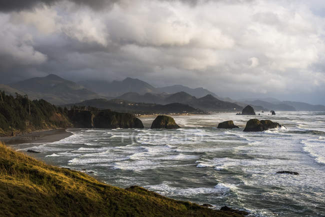 Clouds hang low over Oregon Coast — Stock Photo