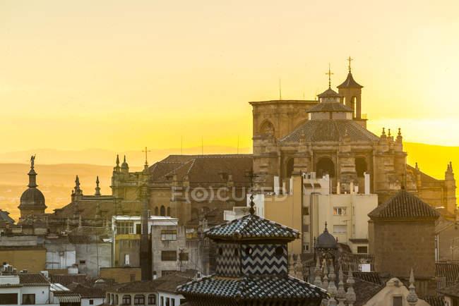 Catedral de Granada al atardecer - foto de stock