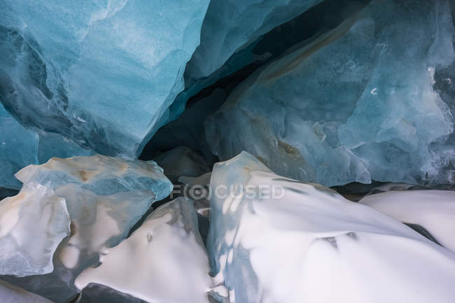 Pieces of collapsed ice inside Black Rapids Glacier cave — Stock Photo