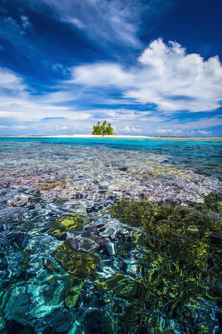 Île qui fait partie du parc marin — Photo de stock