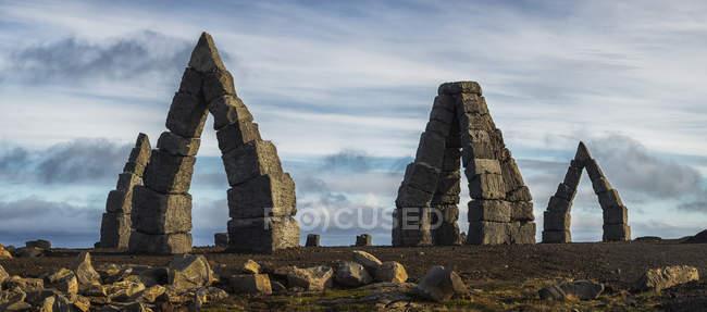 Arktische Stonehenge vor Cludy Himmel — Stockfoto