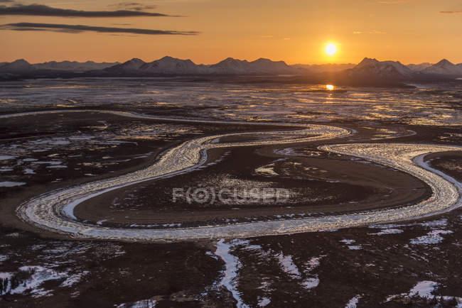 Montañas de río madera y Río de la serpiente - foto de stock