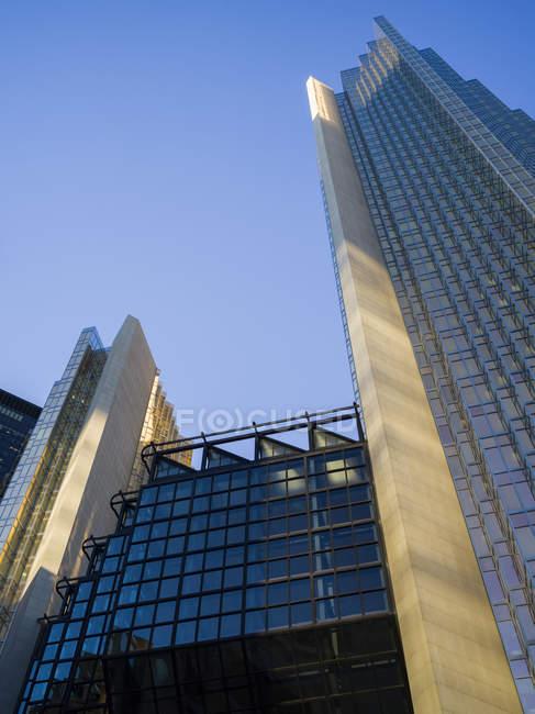 Arranha-céus e prédios de escritórios — Fotografia de Stock
