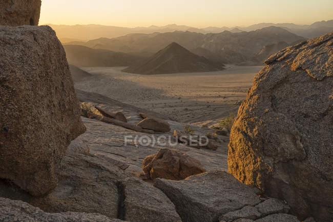 Avancée de feu illumine le paysage — Photo de stock