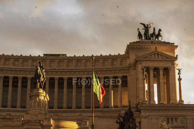 Statue von Viktor Emanuel — Stockfoto