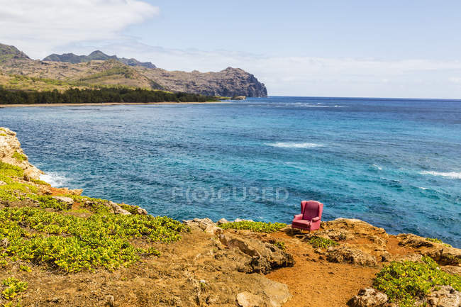 Red stuffed armchair on cliff edge — Stock Photo
