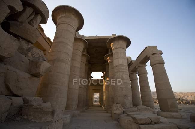 Palazzo Ramesseum contro il cielo blu — Foto stock