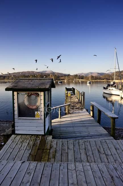 Attraccare nel porto di lago — Foto stock
