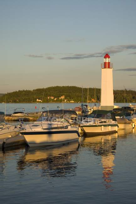 Boats Docked And Lighthouse — Stock Photo