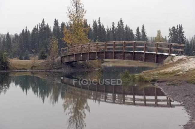 Passarela, cascata, lagos, parque de Banff — Fotografia de Stock