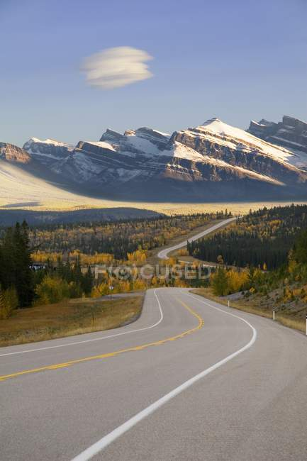 Autumn highway in Canada — Stock Photo