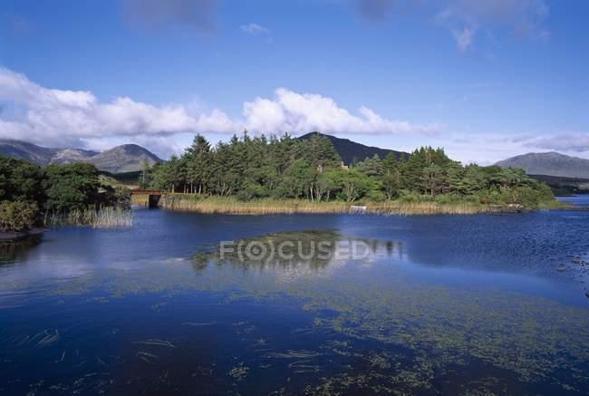 Озеро Glendollagh; Голуей Co — стокове фото