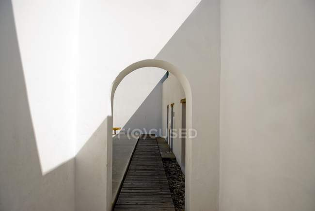 Corridor With Arched Doorway — Stock Photo