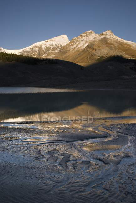 Sunwapta Lake, Jasper National Park — Stock Photo