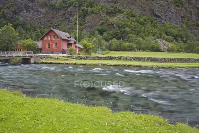 Flamsdalen Valley School, Flam, Sognefjorden, westlichen Fjorden, Norwegen, Skandinavien — Stockfoto