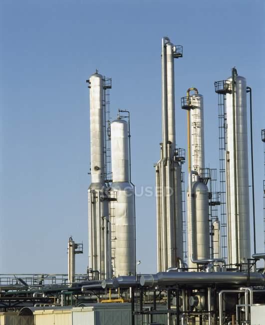 Cheminées de fumée, usine à gaz — Photo de stock
