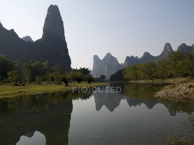 Fiume li che scorre attraverso Guangxi — Foto stock