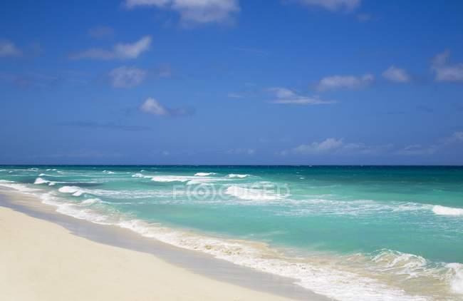 Карибского моря с бирюзовой водой — стоковое фото