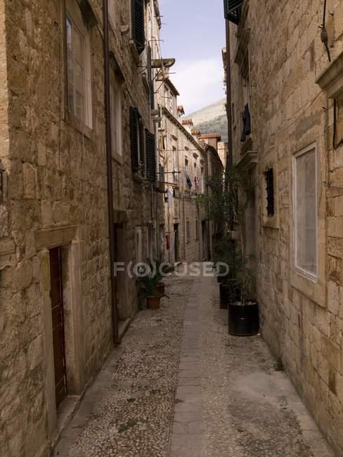 Piccola strada nel centro storico di Dubrovnik — Foto stock