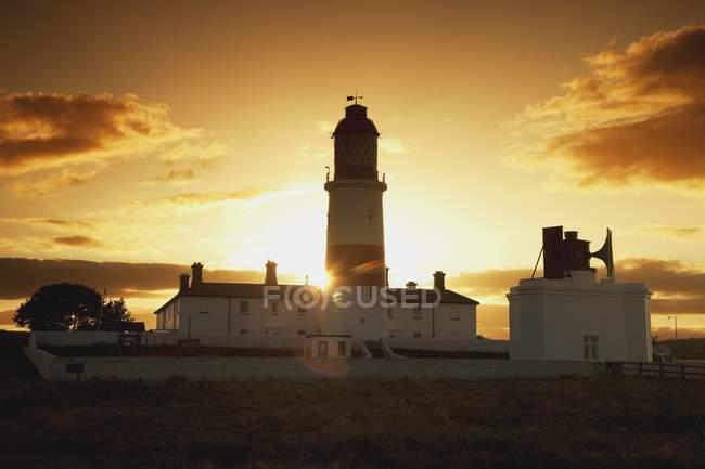 Coucher de soleil derrière le phare — Photo de stock