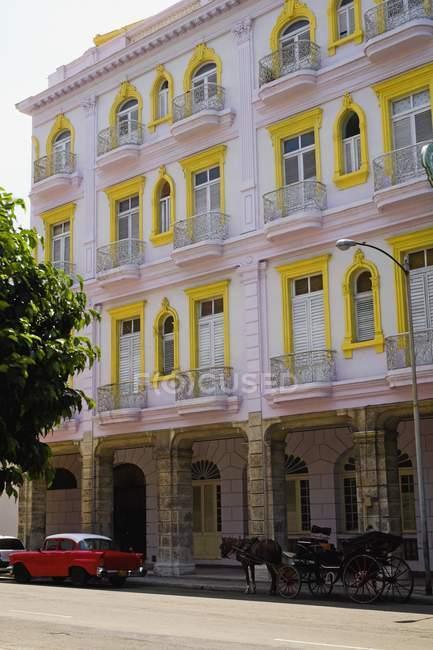 Architettura variopinta a L'Avana — Foto stock