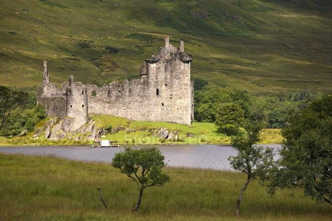 Historisches Wahrzeichen mit Burg — Stockfoto
