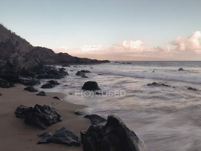 Мауї скелястий берег — стокове фото