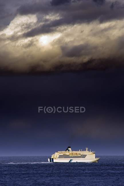 Cruise Ship Under Cloud — Stock Photo