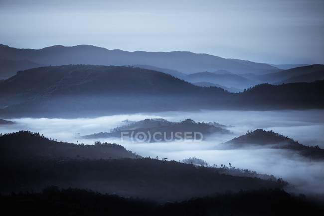 Rolling Hills In The Fog — Stock Photo