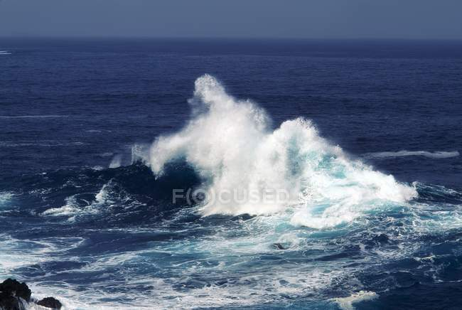 Big wave rolling on the beach — Stock Photo