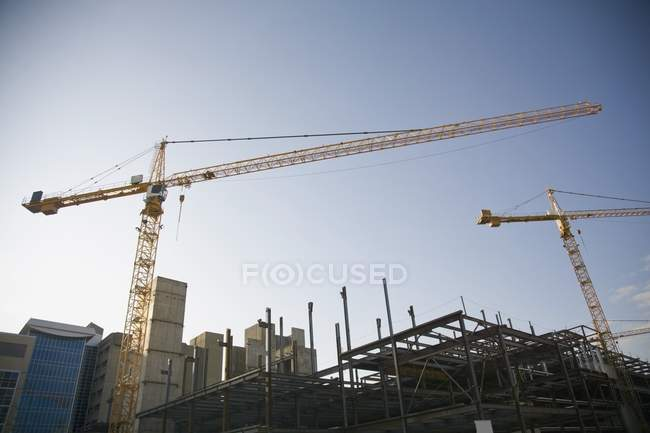 Crane At Work agains sky — Stock Photo