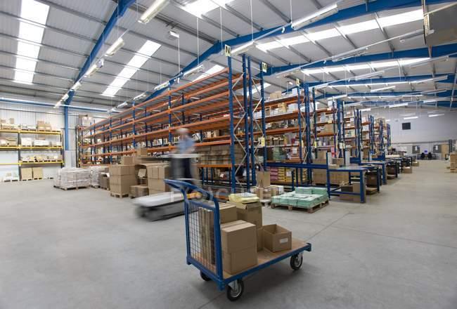 Vue intérieure de l'entrepôt — Photo de stock