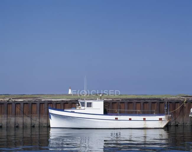 Рыбацкой лодке в гавани Le Гуле — стоковое фото