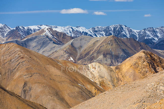 View of mountain peaks under cloudy sky during daytime — Stock Photo